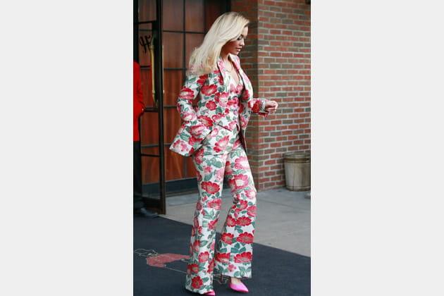 Rita Ora en costume fleuri