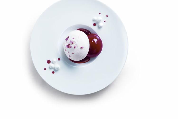 Vacherin glacé ''Rubis'' au croquant de pralines rouges