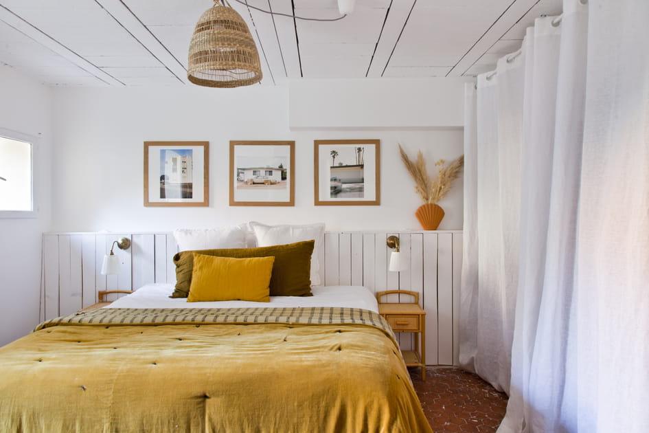 Tête de lit en lambris blanchi