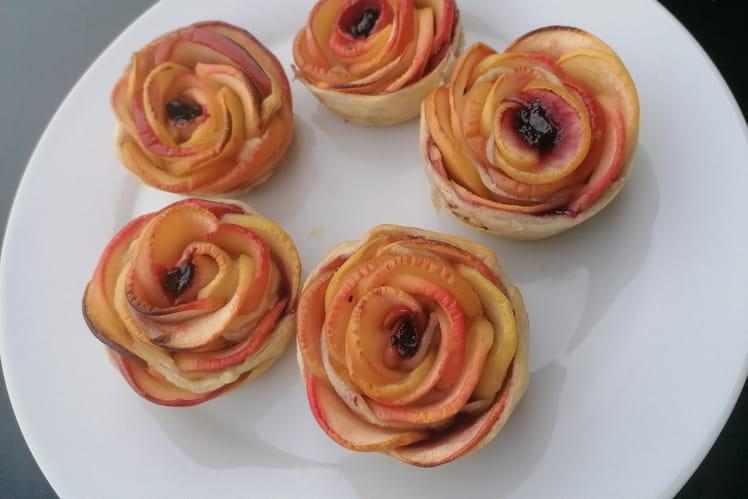 Roses de pommes à la confiture de cassis