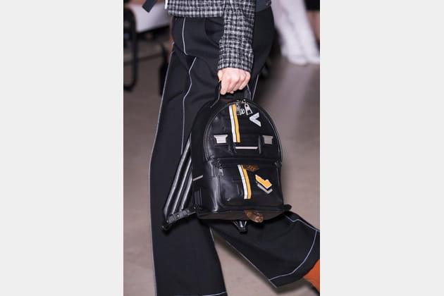 Louis Vuitton (Close Up) - photo 22
