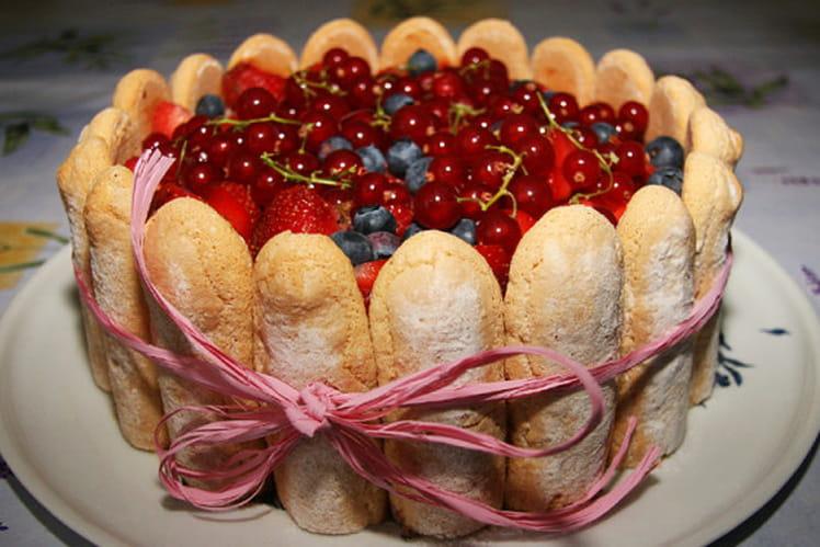 Charlotte aux fruits rouges et mousse de framboise