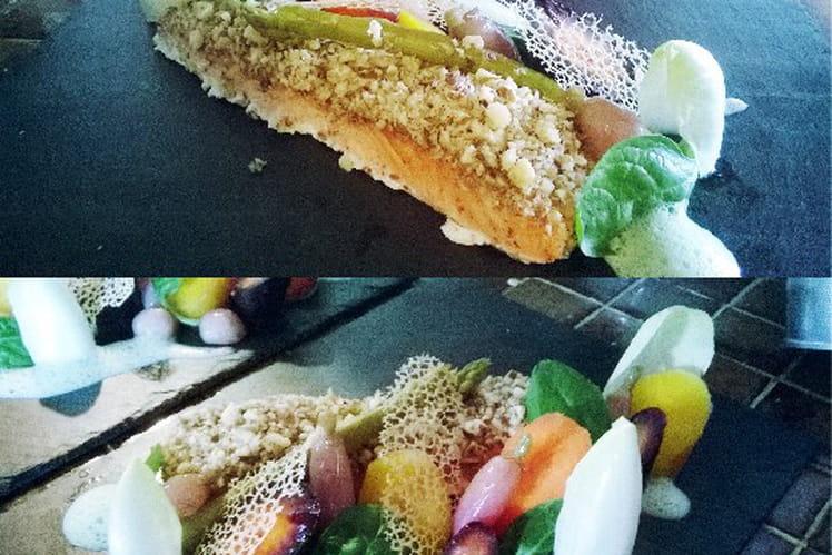Pavé de saumon coustillant avec ses légumes et son émulsion de fines herbes
