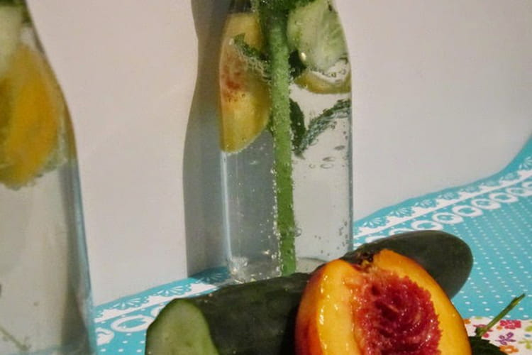 Detox water concombre, nectarine, menthe