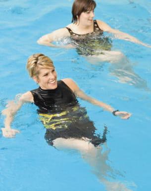 a la mer ou à la piscine, l'aquagym est un sport complet