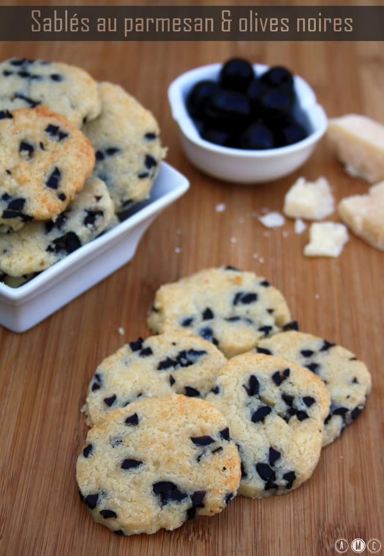 recette de sabl s aux olives noires et parmesan la recette facile. Black Bedroom Furniture Sets. Home Design Ideas