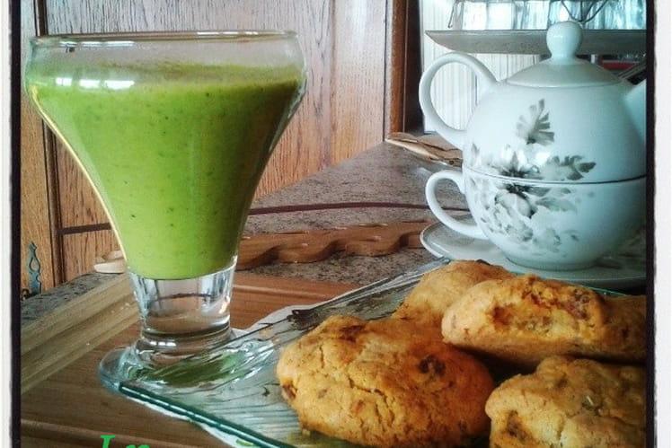 Soupe froide de courgettes au curry et mascarpone, cookies au chorizo et origan