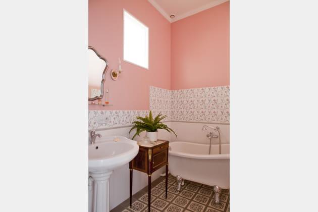 Salle de bains rose girly