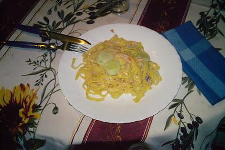 Spaghettis au concombre et saumon fumé