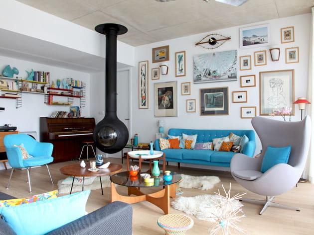 Du bleu pour un salon cosy et vintage