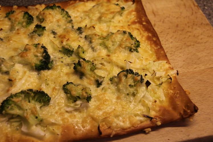 Pizza au chou, brocoli et fromage aux noix