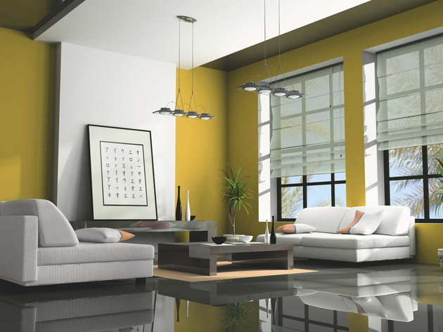 Un salon jaune et blanc contemporain