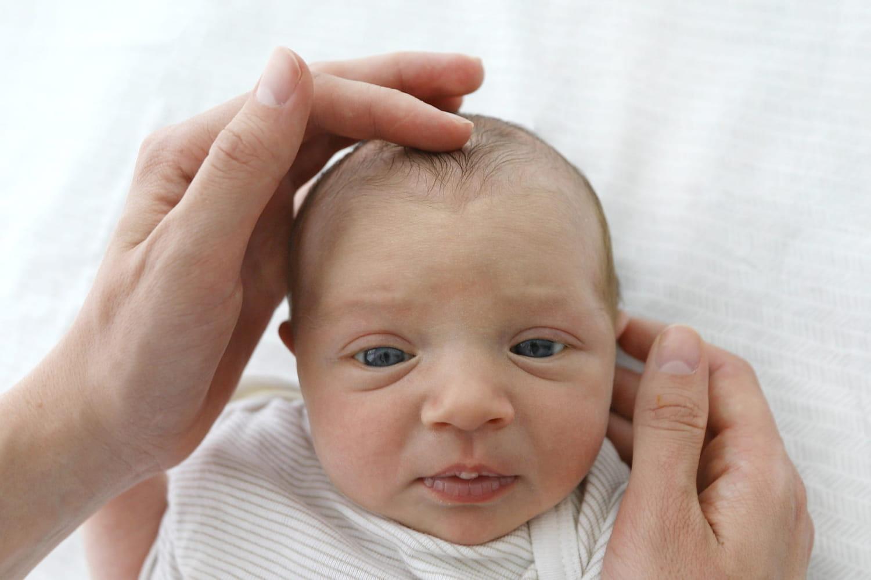 Fontanelle: à quel âge le crâne de bébé prend-il sa forme?