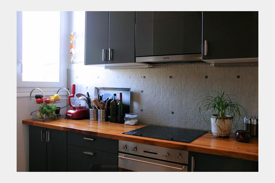 cuisine traditionnelle noire et bois. Black Bedroom Furniture Sets. Home Design Ideas