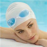 l'eau de la piscine contient de nombreux produits chimiques néfastes pour les