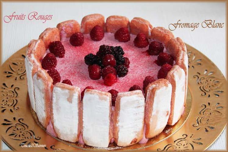 Charlotte aux fruits rouges, fromage blanc et biscuits rose de Reims