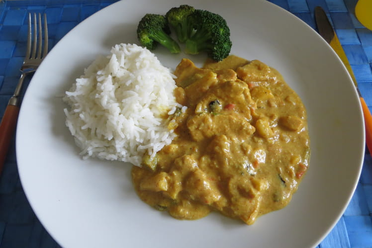 Poulet au curry, fruits secs et épices orientales