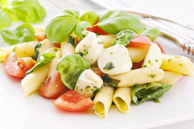 Salade de pâtes et tomates au pistou