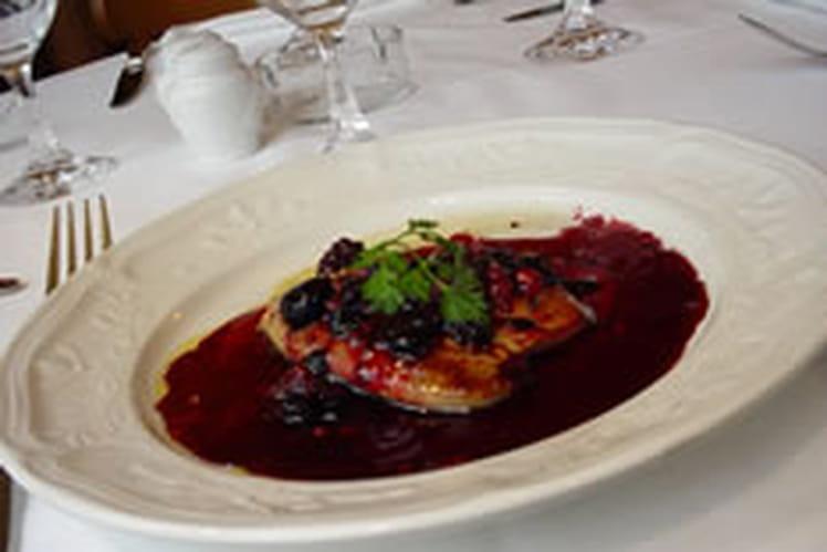 Foie gras poêlé aux fruits rouges