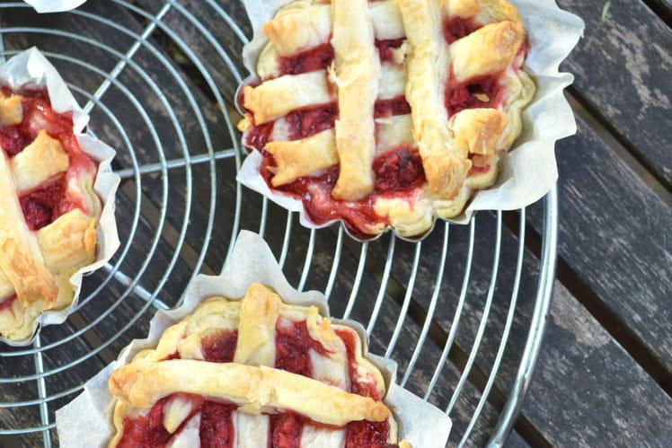 Mini tartes aux fraises et pralines roses façon pies