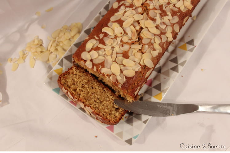 Cake au citron, à la compote de pommes et aux graines de pavot