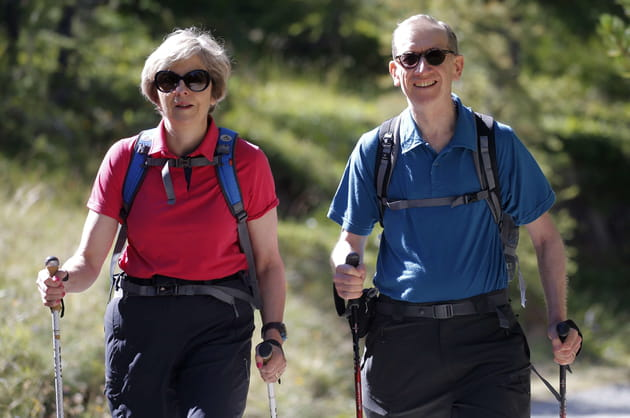 Theresa May et son époux Phillip font de la randonnée dans les Alpes suisses (2016)