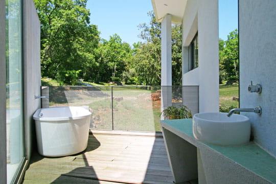 Salle de bains extérieure