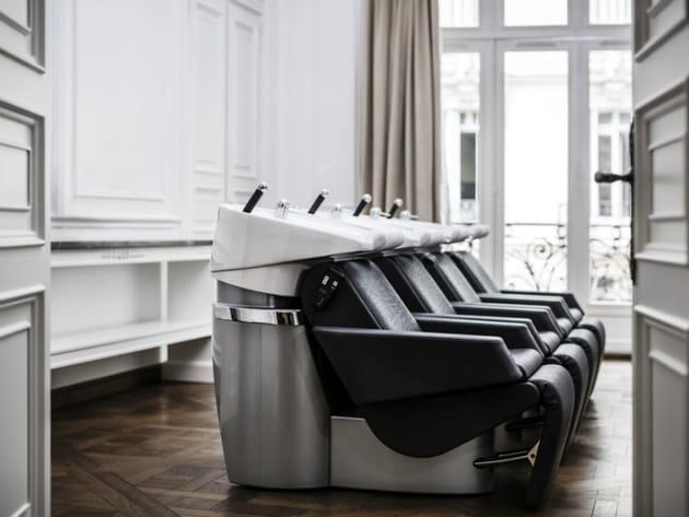 Une pièce dédiée au shampooing grande comme une salle de bal