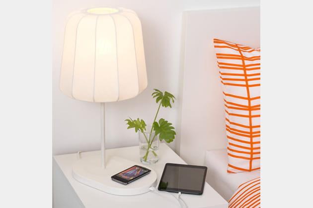 La lampe de chevet avec chargeur intégré