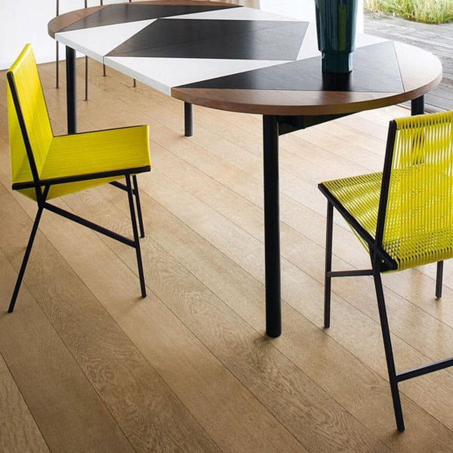 chaises jaunes serge bensimon pour la redoute. Black Bedroom Furniture Sets. Home Design Ideas