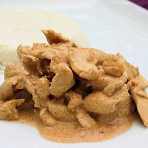 curry de poulet aux cacahuètes et riz noix de coco