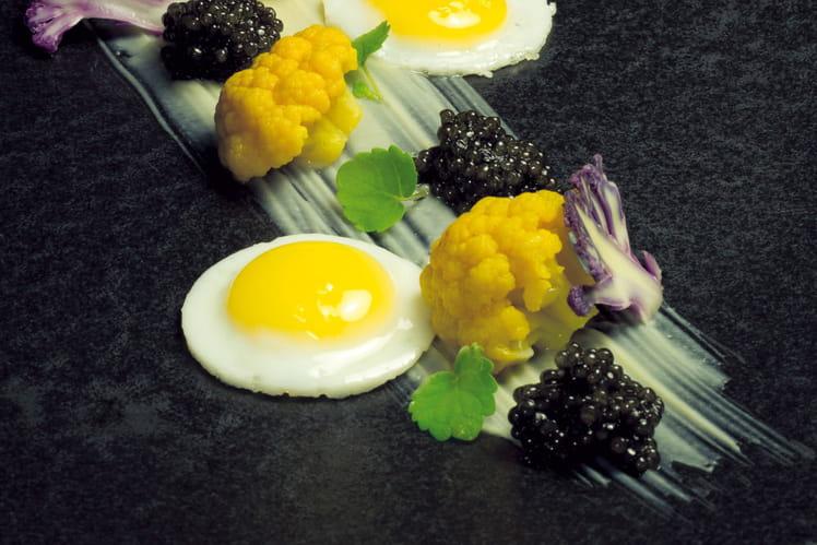 Oeuf de caille au plat avec trilogie de chou-fleur, caviar nouvelle récolte Akitania