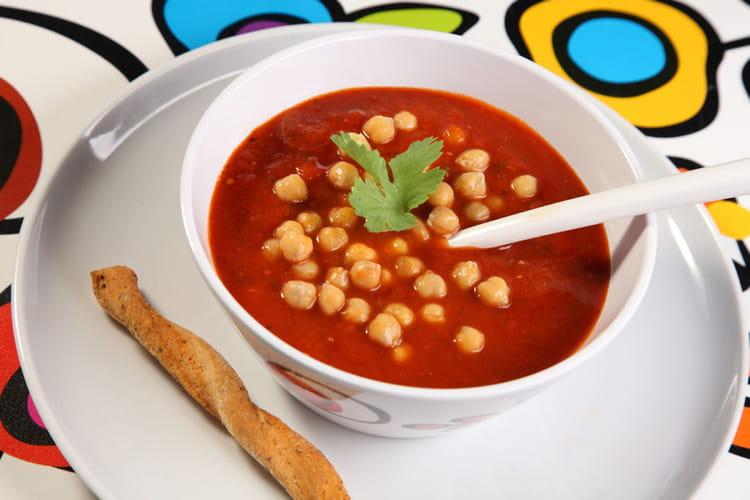 Soupe de tomates aux épices et pois chiches