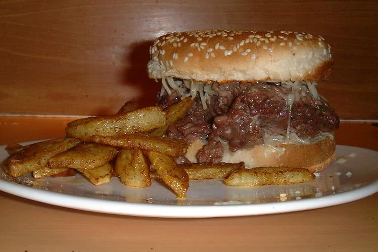 Burger et délicieuses pommes frites