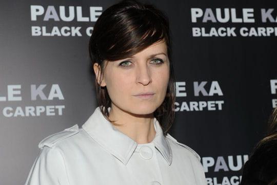 Arly Jover à la présentation de la collection Black Carpet de Paule Ka