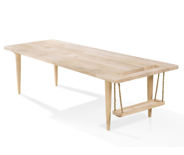 Une table basse avec range-magazines