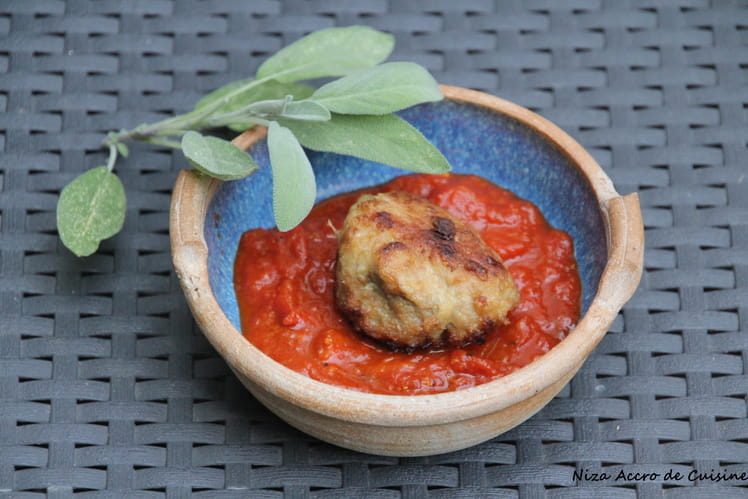 Boulettes à la sauge et sauce tomate