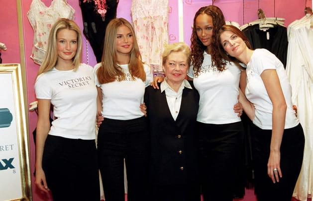 Karen Mulder, Heidi Klum, Tyra Banks, Stephanie Seymour et Madeline Krim le 9février 2000
