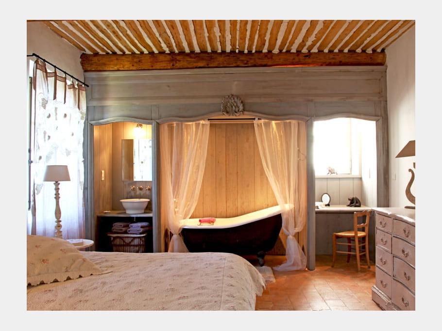 une chambre romantique comment faire une salle de bains ouverte sur la chambre journal des. Black Bedroom Furniture Sets. Home Design Ideas