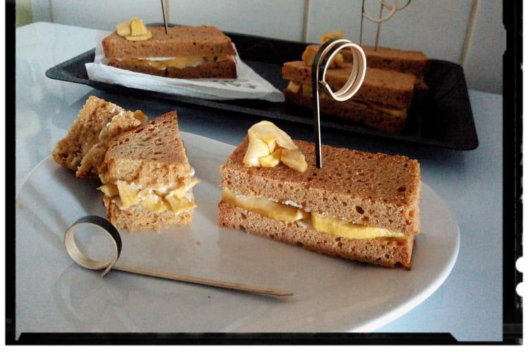 Sandwiches de pain d'épices léger aux pommes fondantes