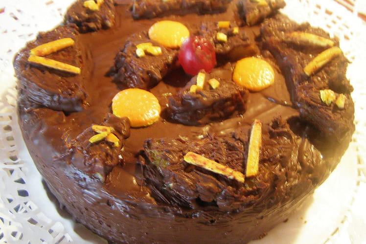 Gâteau sans farine aux amandes glacé au chocolat