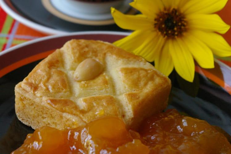 Confiture d'abricots, pêches jaunes et framboises
