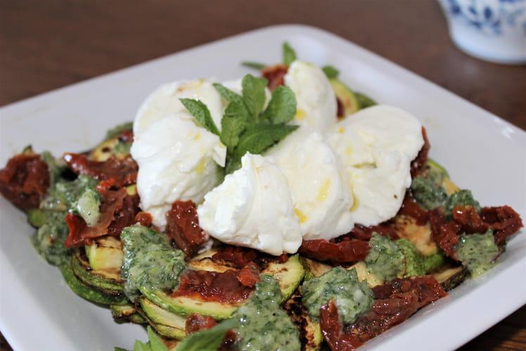 Courgettes en salade au pesto de menthe et mozzarella