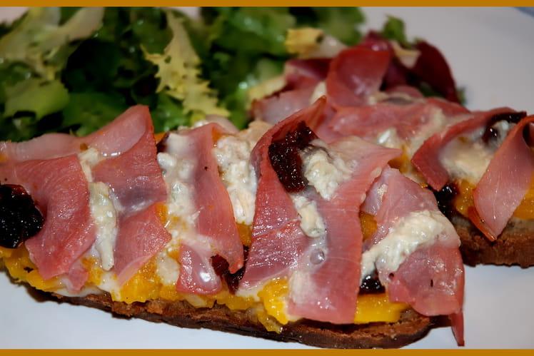 Tartine au potiron, gorgonzola et jambon cru