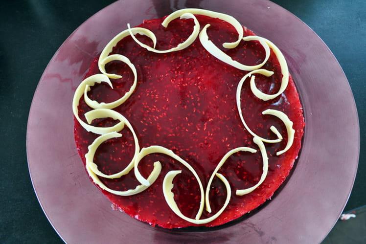 Gâteau de crêpe chocolat blanc & caramel framboise