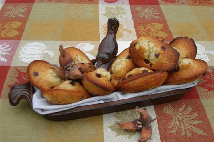Madeleines d'automne aux noisettes, poires et pépites de chocolat