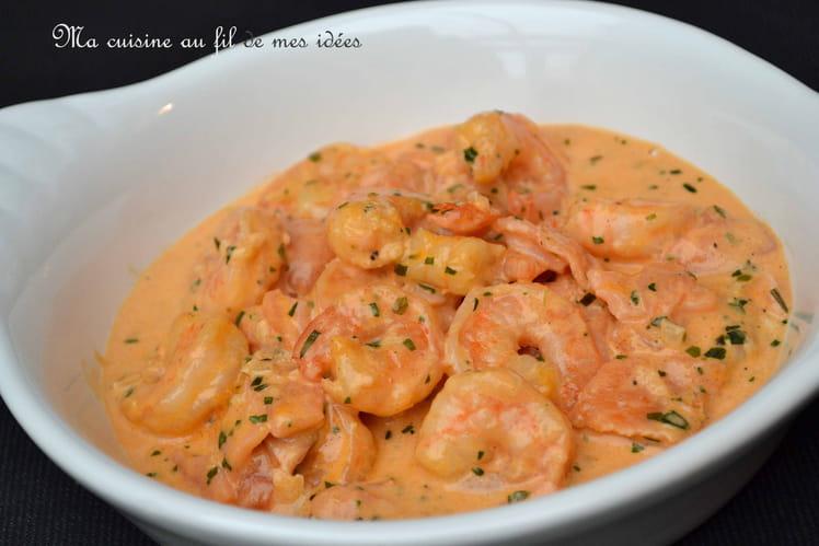 Crevettes et saumon fumé, sauce crémeuse tomatée à l'estragon