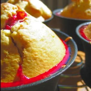 muffins aux amandes et coeur de prune rouge