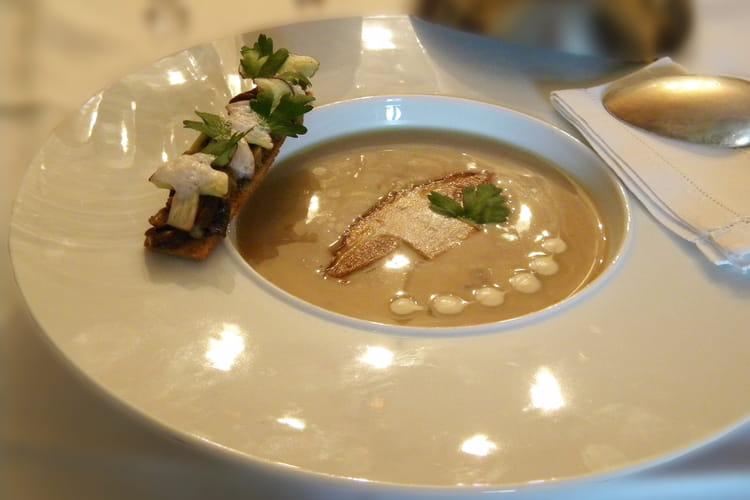 Velouté de cèpes au foie gras et ses tartines croustillantes