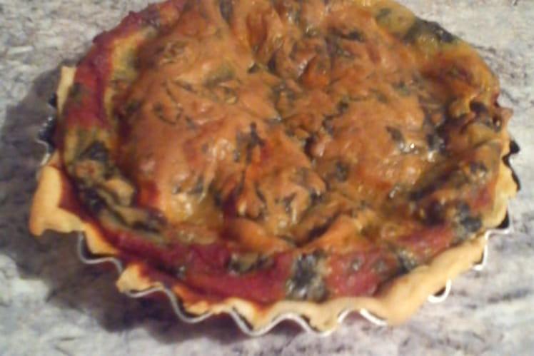 Tarte aux épinards, sauce tomate et emmental